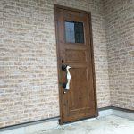 可愛い玄関扉から夢のマイホームが始まります♪